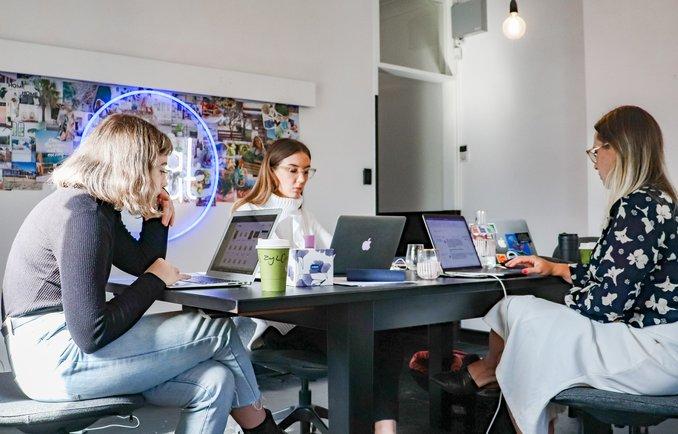 Start-up Gründer beim CoWorking